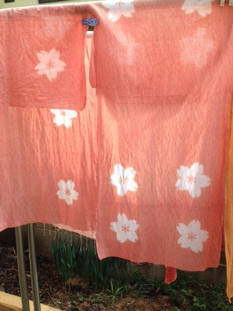 桜で草木染した布、技法は桜の形の板締め絞り