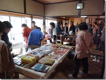 京都・井手町草木染めの野の花工房、教室作品展