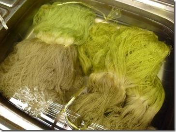 大根の葉で草木染にしたシルクの糸