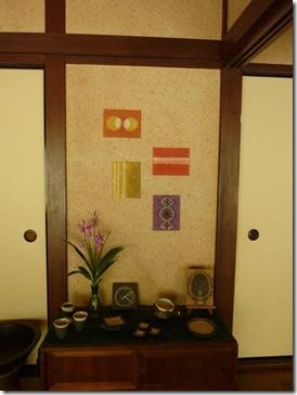 草木染で縫い絞り(ウメノキゴケ、インド茜、メリケンカルカヤ、栗のいが、キバナコスモス)