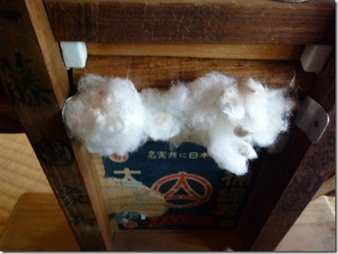 棉繰機(わたくりき)ここに綿花を入れる