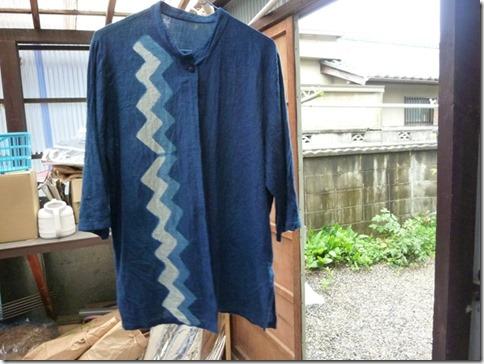藍染の絞りや板締め技法の作品、服