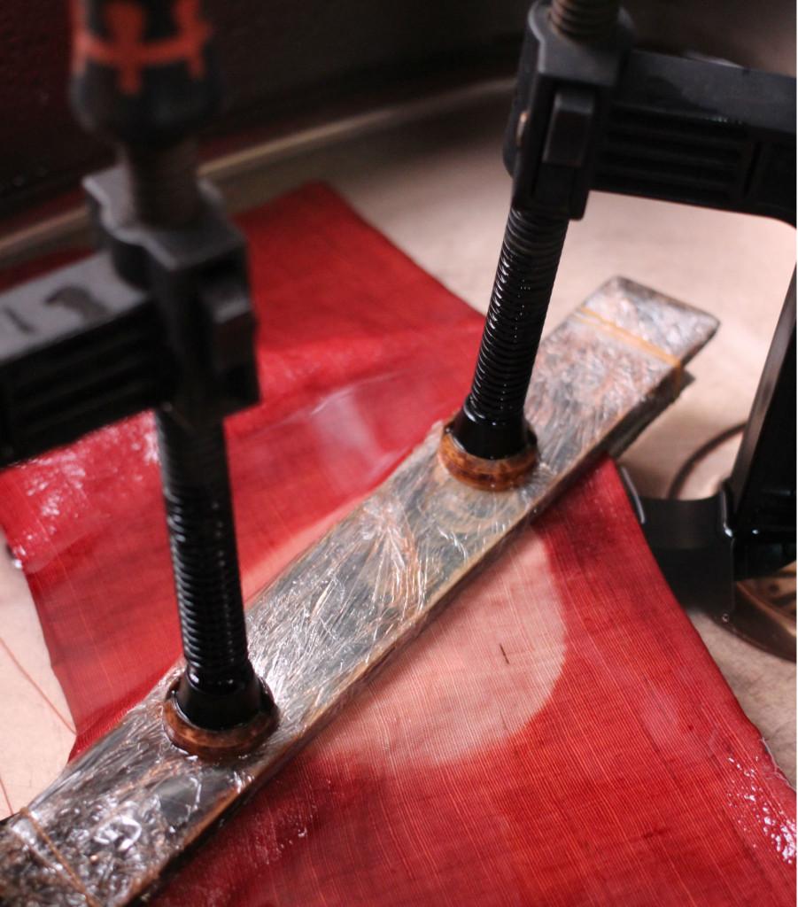 草木染の板締め絞り技法