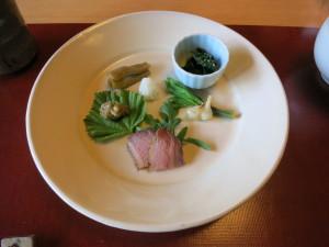 鴨のローストや山菜料理
