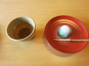 ヨモギ餅とそば茶