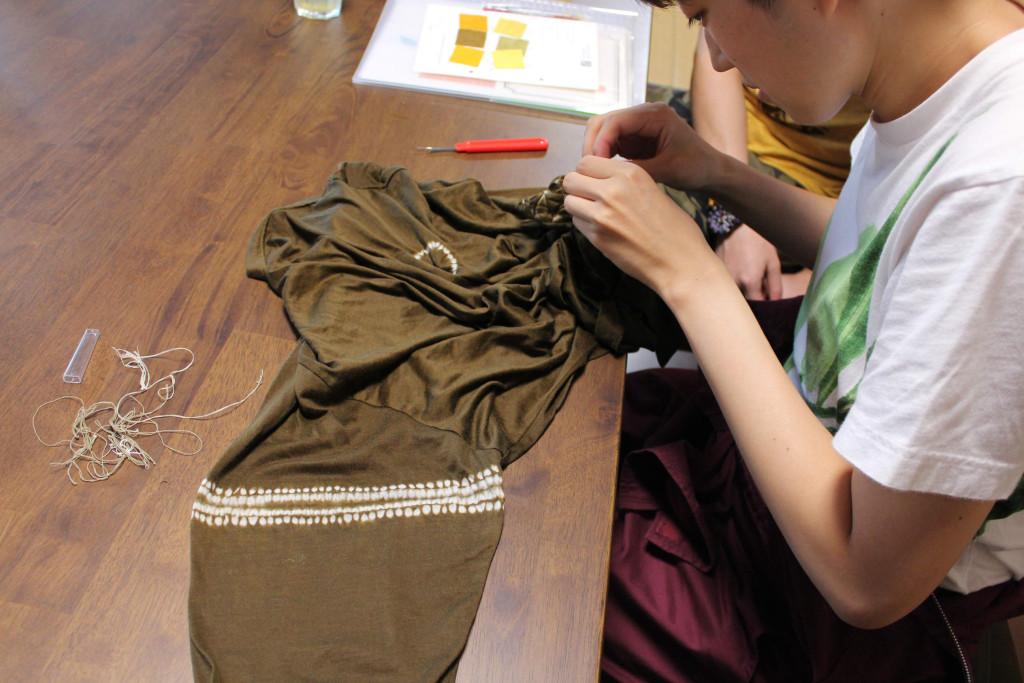 縫い絞り作業1