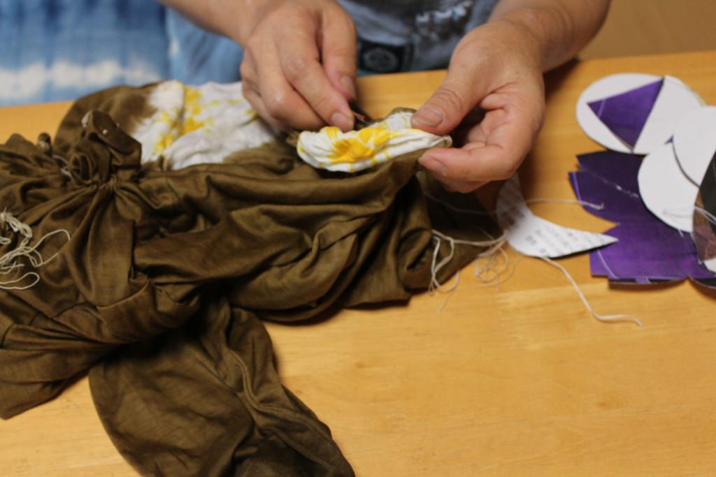 縫い絞り作業2