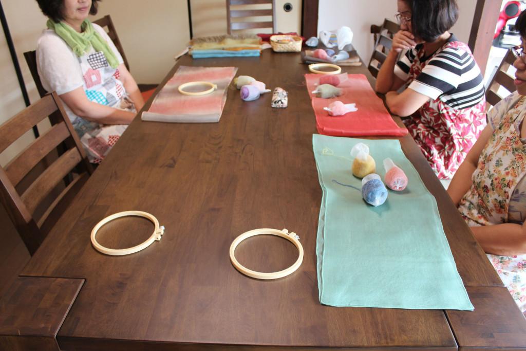 草木染のシルクオーガンジーと糸