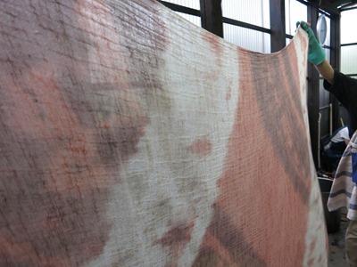 シャリンバイで草木染した綿麻の布