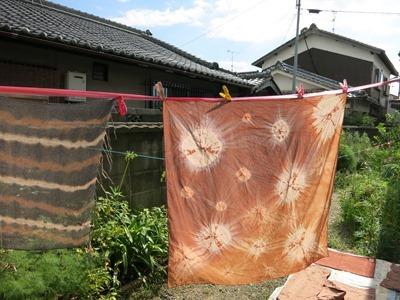 柿渋で染めた風呂敷。宇宙の星みたい