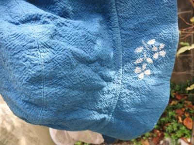 藍染抜染技法。型紙を使って。帽子