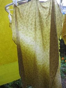 笹で草木染したスカーフ