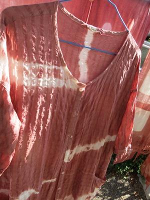 西洋茜で草木染したブラウス