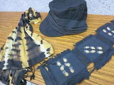 さるすべりで草木染した帽子、ストール、コースター
