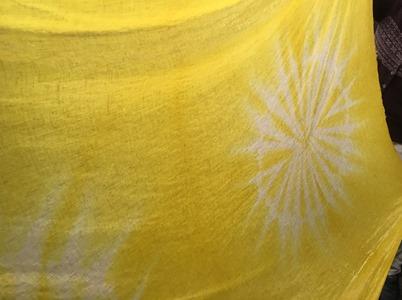 シュロで草木染。黄色