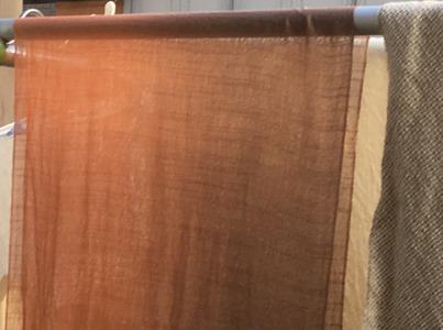 ビワで草木染したシルクストール