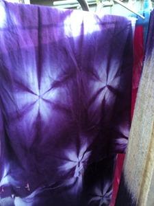 ウメノキゴケで草木染すると綿や麻は紫色や青紫色