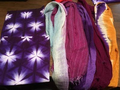 ウメノキゴケで草木染した綿や麻、シルクの作品