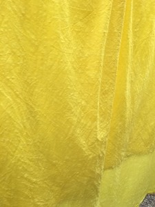 かりやすで草木染した布