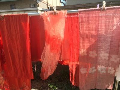 インド茜で草木染したシルクや綿