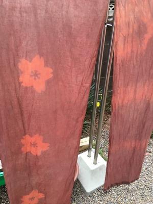 八重桜で草木染。のれん