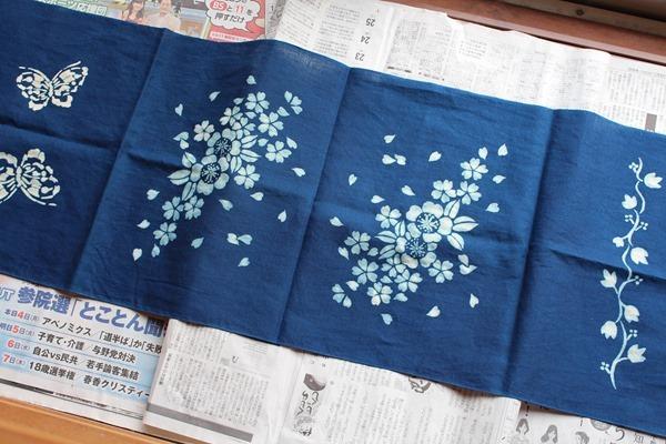 草木染教室で藍抜染技法