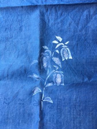 草木染教室で藍抜染技法。やり方2