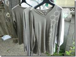 ドクダミで草木染めしたシャツ