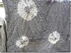 どくだみで草木染めした布
