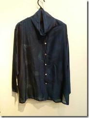 草木染で染めたコットンシルクのブラウス(藍)