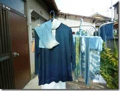 藍染のTシャツとストール