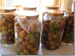 オリーブの実を漬ける