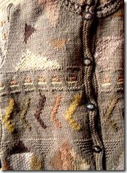 草木染の糸で編んだニット