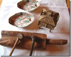 初牛玉さんでの骨董、矢立、香炉、色絵磁器