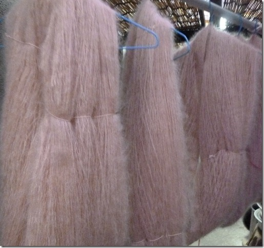 しだれ桜で草木染したシルクモヘア糸