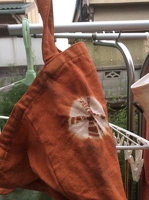 ビワで草木染したエコバッグ