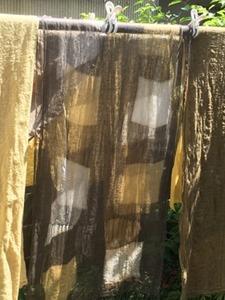 メリケンカルカヤで草木染した麻ストール