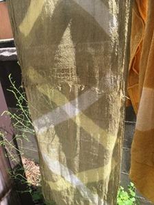 メリケンカルカヤで草木染した絹ストール